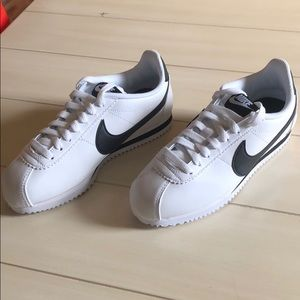 Women's brand new nike shoes